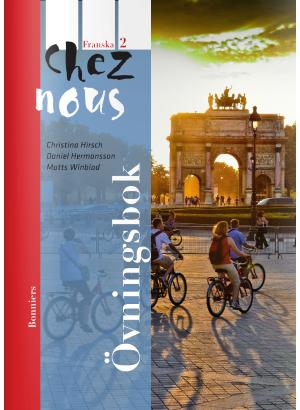 Personer cyklar på ett torg i Frankrike.
