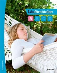 Barn ligger i en hängmatta och läser.