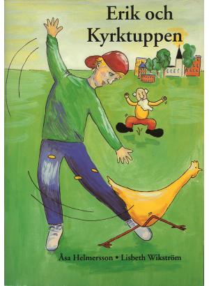 Pojke i förgrunden leker med en tupp. Bakom honom hoppar en gammal man med vitt skägg upp och ner och ser arg ut. I bakgrunden finns en småstad.