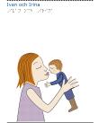 En kvinna håller upp ett litet barn för att pussas.