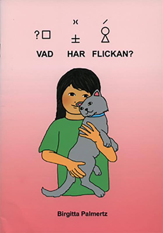 Flicka håller i en katt.