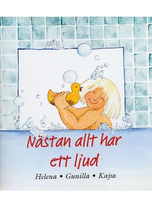 En flicka badar i ett skumbad med en gul gummianka. Bakgrunden består av turkost kakel.