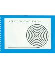 Spiralbunden bok med blått och grått omslag med en svart spiral på. Punktskrift i överkanten.