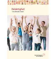 Barn sträcker upp händerna i luften.