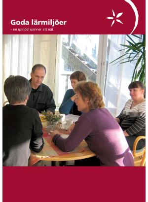 Framsida, fem personer sitter runt ett bord